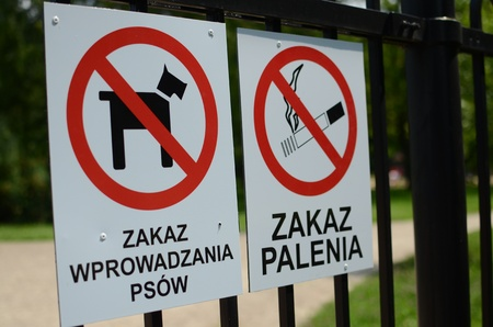 dog allowed: No smoking and no dogs allowed signs hanging on a fence