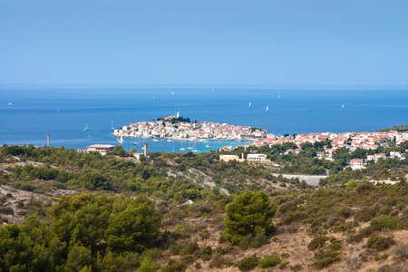 głosowało: Primosten - miasto w Chorwacji w Sibenik-Knin. Znajduje si? na po?udniu, pomi?dzy miastami Sibenik i Trogir, na wybrze?u Adriatyku w Dalmacji. Pla?a w Primosten jest za jedn? z 10 pla? w Chorwacji najpi?kniejszych.