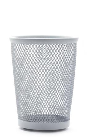 wastepaper basket: isolato vuoto metallo ufficio cestino