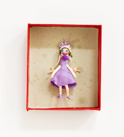 ハンドメイド、バックスの白い背景で隔離の塑像用粘土人形
