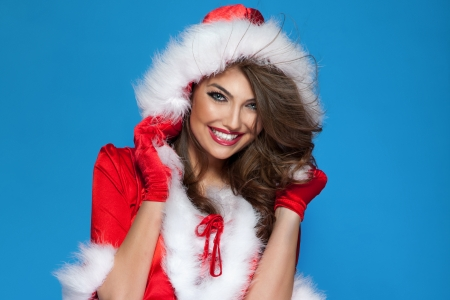 Portrait of happy smiling brunette woman wearing costume of santa claus. Christmas time. Standard-Bild