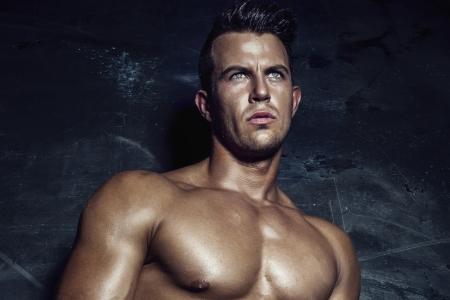 modelos hombres: Retrato de hombre guapo sexy.