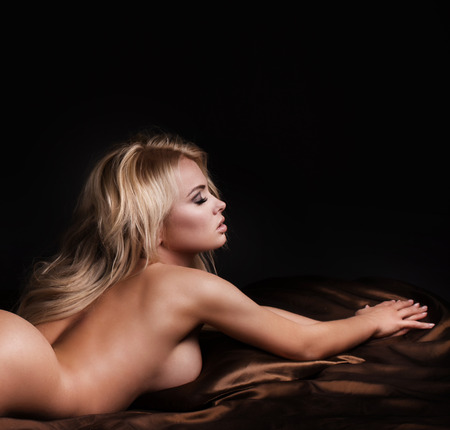 nude breast: Sensual photo of beautiful naked blonde woman in bed. Girl lying, relaxing. Naked body.