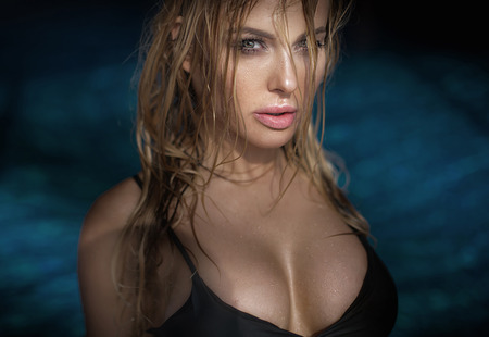 aqua naked: Natural portrait of blonde beautiful woman. Wet hair and body. Closeup beauty photo.
