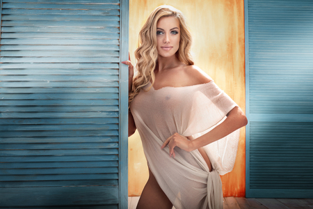 beautiful naked woman: Beautiful blonde attractive lady posing. Sensual look. Studio shot.