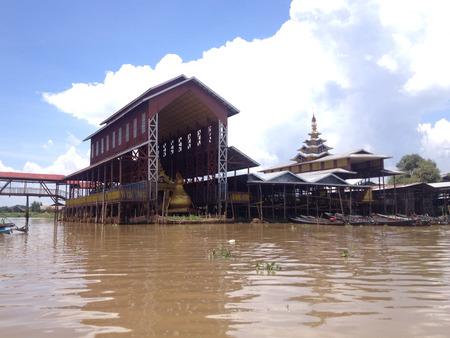 daw: Phaung Daw Oo Pagoda, Inle lake, Shan state, Myanmar Editorial