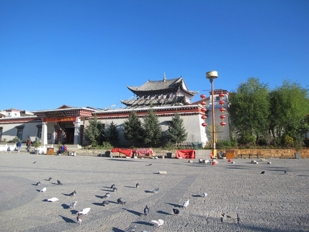 shangrila: SHANGRILA, CHINA, OCTOBER 21, 2015: view of the golden temple in historical old town in chinese city shangri-la alias zhongdian