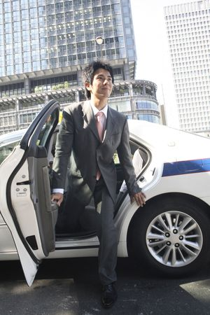 gets: Office worker who gets off the taxi