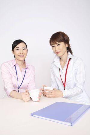 コーヒー ブレークを持っている女性のビジネス 写真素材