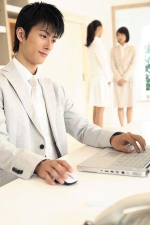 b�roangestellte: B�roangestellte Betrieb eines PC