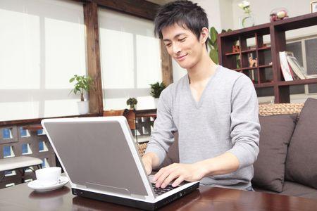 PC를 운영하는 일본인