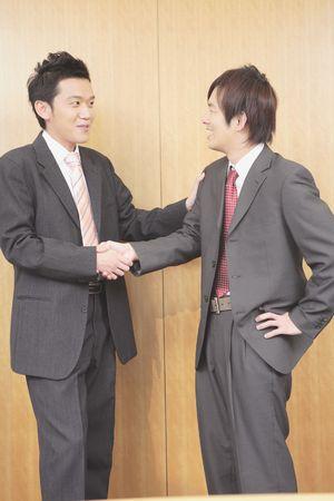 日本人サラリーマンの握手 写真素材 - 39740184