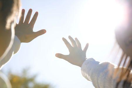 日本の子供たちの手