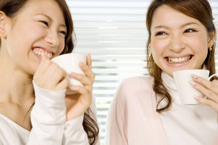 休憩を持つ日本のオフィスの女性 写真素材