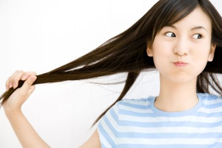 japanes: Woman drawing her own hair