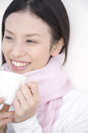 japanes: Woman gripping a coffee cup