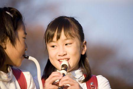 grabadora: Chica japonesa jugando la grabadora