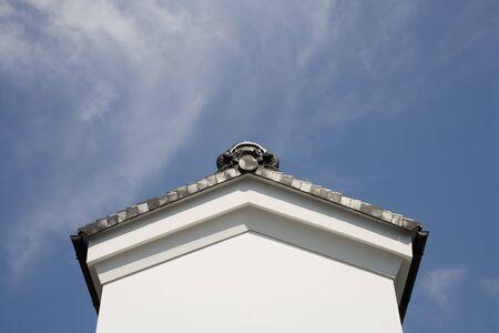 두꺼운 모르타르 벽이있는 창고 스톡 콘텐츠