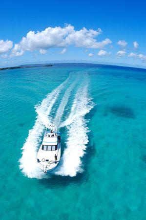 throb: Sea and boat