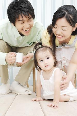 両親は赤ん坊を愛する 写真素材