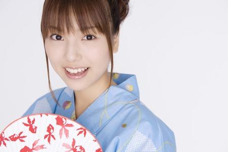 kimono: Chica japonesa vistiendo yukata
