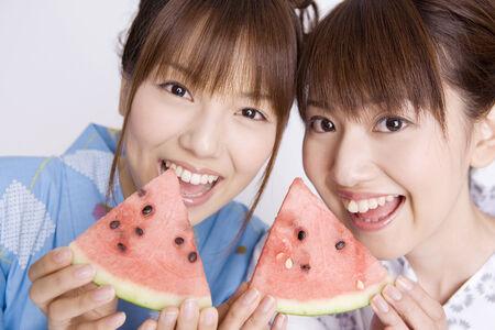 Japanese girls wearing yukata Stock Photo - 6194629