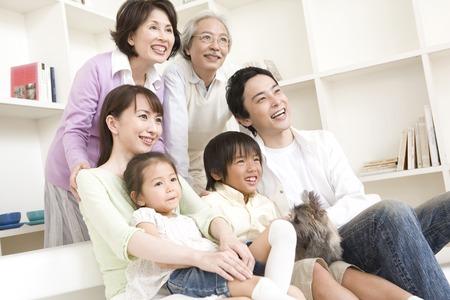 3 世代家族の肖像画。