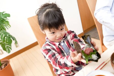 dry provisions: Girl to make hand-rolled sushi