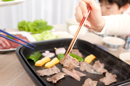 roast meat: Baked meat on a hot plate
