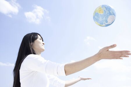 futurity: Globe and women