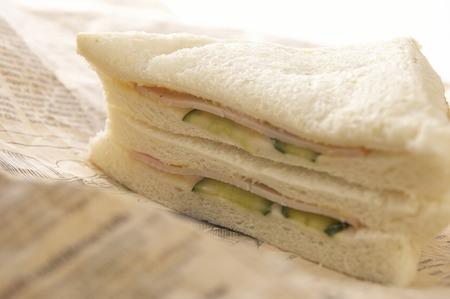 新聞ではサンドイッチ。