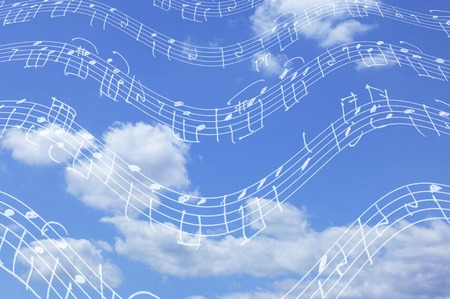 Musik und Himmel Standard-Bild - 42567072