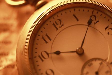 회중 시계 및 신문 스톡 콘텐츠