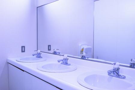 lavamanos: Lavabos Foto de archivo