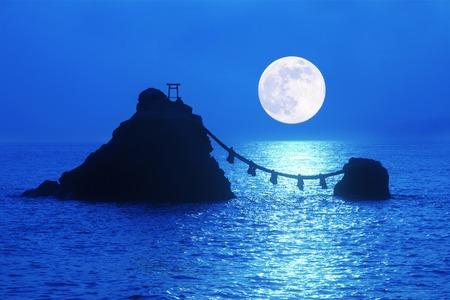 Meotoiwa and full moon