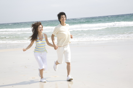 hook up: Couple that runs the beach hand in hand