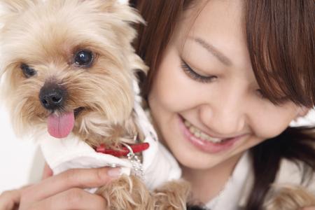 seres vivos: Cachorro y mujeres