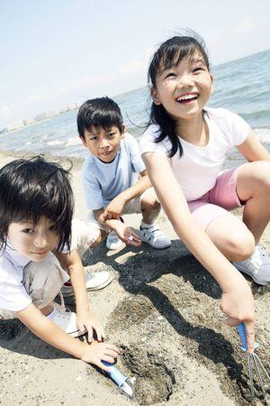sandpit: Children to the sandpit