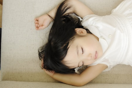 niño durmiendo: Niño de la siesta Foto de archivo