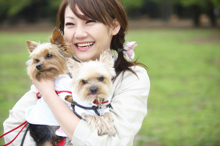 강아지 및 여성 스톡 콘텐츠