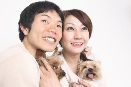 seres vivos: A couple with a puppy