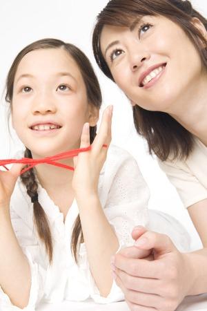 hilo rojo: La madre y la hija y el hilo rojo