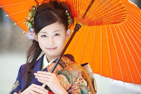 Women kimono figure to refer to Japanese umbrella Standard-Bild
