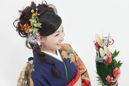 early 20s: Kimono woman sitting next to the Toshiki