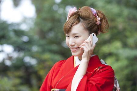 multi age: Women kimono figure to call on smartphones