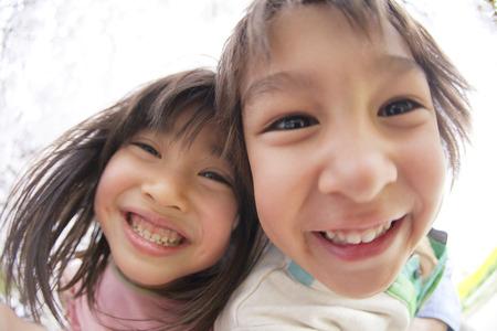 Children smile under the cherry tree Foto de archivo