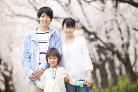 Family to smile under the cherry tree