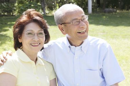 damas antiguas: T�rminos de buena pareja de ancianos Foto de archivo