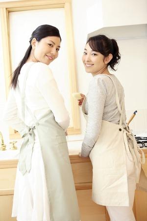 Cuisine scene of a sister