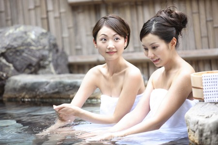 露天風呂は、2 人の女性 写真素材